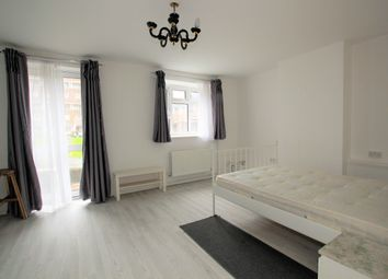 2 bed maisonette to rent in Laburnum Road, Mitcham CR4