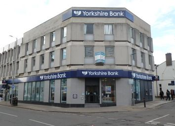 Thumbnail Office to let in Surplus First Floor Office Suite, Yorkshire Bank Chambers, West St Marys Gate, Grimsby, North East Lincolnshire