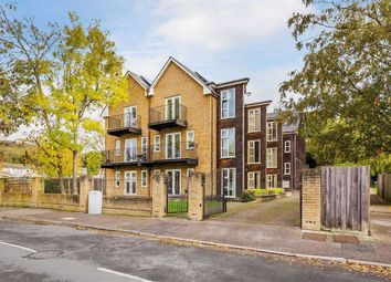 19 Eastlands Way, Oxted, Surrey RH8. 2 bed flat for sale
