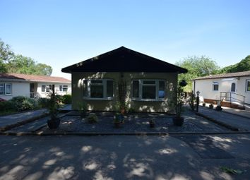 2 bed mobile/park home for sale in Oakland Glen, Walton-Le-Dale, Preston PR5