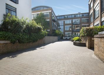 Thumbnail 1 bed flat to rent in Evershed Walk, London