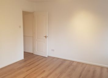 Thumbnail Studio to rent in Broomhill Road, London