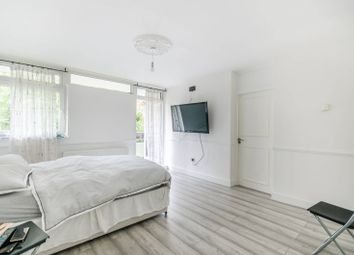 Thumbnail 1 bed flat to rent in Shepton Court, Battersea Square, London