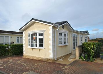 2 bed mobile/park home for sale in Coggeshall Road, Braintree, Essex CM7