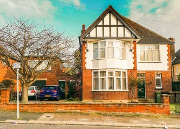 Thumbnail 4 bed detached house for sale in Lansdowne Road, Luton