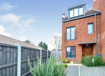 4 bed town house for sale in Green Close, Brookmans Park, Hatfield AL9