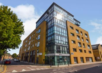Forge Square, London E14. 2 bed flat