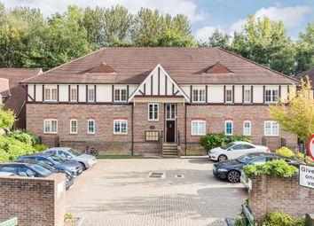 2 bed flat to rent in Lower Village, Haywards Heath RH16