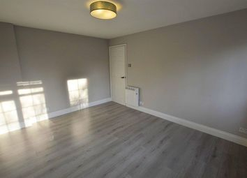 2 bed flat to rent in Westfield Park Drive, Woodford Green IG8