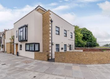 2 bed flat for sale in Hampton Court Road, East Molesey KT8