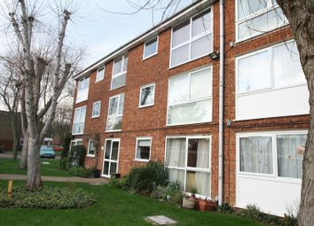 Thumbnail 2 bed flat to rent in Chenies Court, Hemel Hempstead
