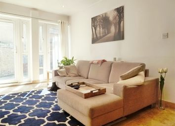 Thumbnail 1 bed flat to rent in Battersea High Street, Clapham Junction, London