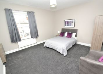 Thumbnail Room to rent in Clifford Place, Churwell, Morley, Leeds