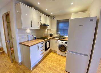 2 bed flat to rent in Queens Road, Weybridge KT13