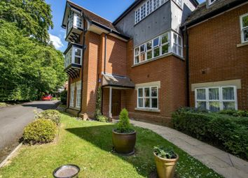 Court Gardens, Cleeve Road, Goring On Thames RG8. 2 bed flat