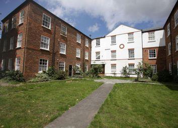 3 bed flat to rent in Hampton Road, Teddington TW11