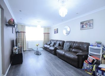 Tiptree Crescent, Clayhall, Ilford IG5. 4 bed terraced house