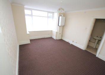 Thumbnail 1 bedroom flat to rent in Hazelbury Crescent, Luton