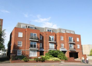 Thumbnail 2 bed flat to rent in London Road, Leigh-On-Sea