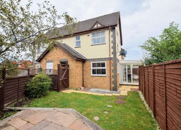 2 bed property for sale in Lark Vale, Aylesbury HP19