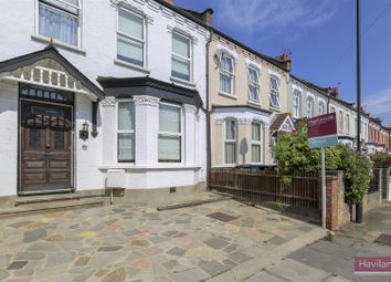 3 bed property for sale in Avondale Road, London N13