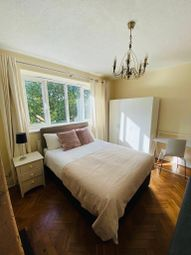 Room to rent in Wandle Way, London SW18
