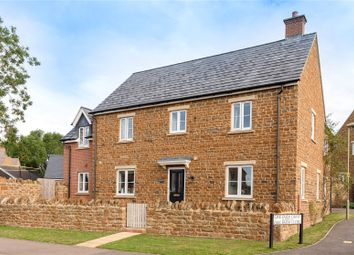 Oak Farm Drive, Milcombe, Banbury, Oxfordshire OX15. 5 bed detached house