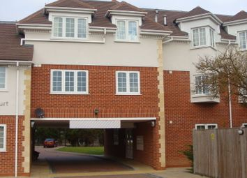 Thumbnail 1 bed flat to rent in Langley Road, Slough