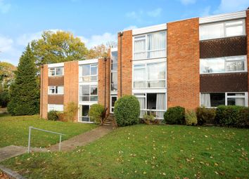 Thumbnail 2 bed flat to rent in Truss Hill Road, Sunninghill