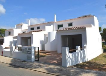 Thumbnail 3 bed villa for sale in Portugal, Algarve, Quarteira