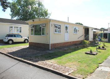 2 bed mobile/park home for sale in Thames Road, Willows Riverside Park, Windsor SL4