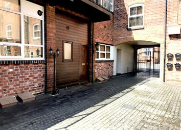 Thumbnail 1 bed flat to rent in Crescent House, Mount Pleasant, Redditch