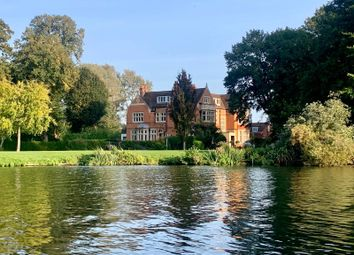 Sutherland Grange, Maidenhead Road, Windsor, Berkshire SL4. 2 bed flat for sale
