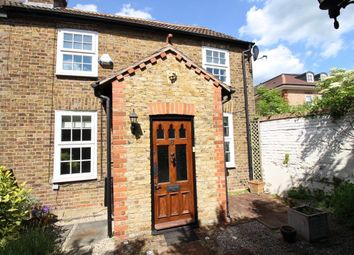 Thumbnail 2 bed property to rent in Park Road, Bushey
