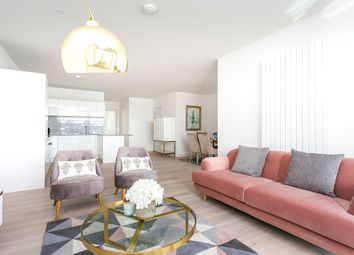 Royal Wharf, Canary Wharf, London E16. 3 bed flat for sale
