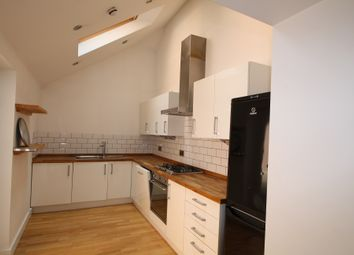 2 bed flat to rent in Heavitree Road, Exeter EX1