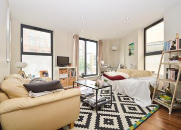 Thumbnail 3 bed flat to rent in Richmond Road, London Fields