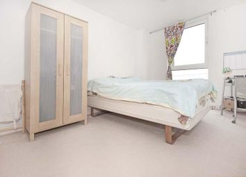 Seagull Lane, London E16. 2 bed flat