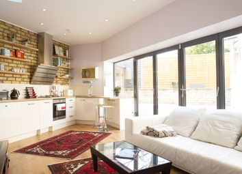 Thumbnail 2 bed detached house to rent in Oakford Road, London