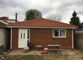 Thumbnail 1 bedroom bungalow to rent in Biscot Road, Luton