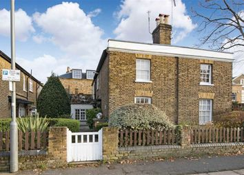 Thumbnail 2 bed flat to rent in Commondale, Putney