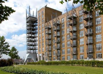 Thumbnail 3 bed flat to rent in Dundee Wharf, Canary Wharf, London