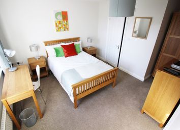 Thumbnail Room to rent in Deardon Way, Shinfield, Reading