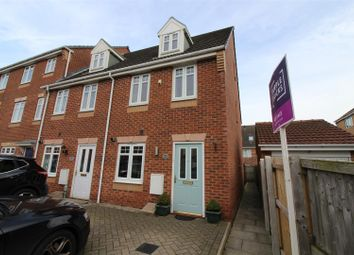 3 bed town house for sale in Staunton Park, Kingswood, Hull HU7