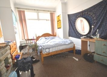 Thumbnail 5 bedroom terraced house to rent in 14 Chestnut Avenue, Hyde Park, Five Bed, Leeds