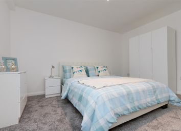 Thumbnail 5 bed flat to rent in Eatonville Road, London