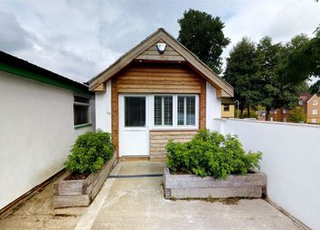 Thumbnail 1 bed detached house to rent in Kents Avenue, Apsley, Hemel Hempstead, Hertfordshire