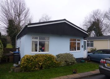 2 bed mobile/park home for sale in The Crescent Penton Park, Chertsey KT16
