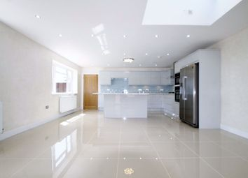 Thumbnail 5 bed property to rent in Lakeside Drive, Lakeside, Cardiff (5 Bed)