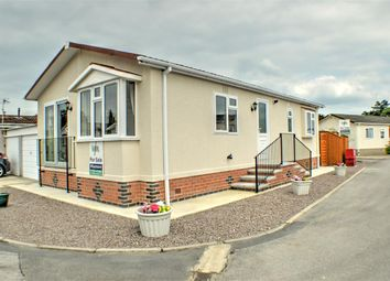 Thumbnail 2 bed mobile/park home for sale in Lindum Park, Ruskington, Sleaford